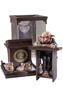 Harry Potter Magical Creatures Soška Gringotts Goblin 19 cm Noble Collection