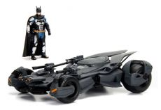 Justice League Kov. Model 1/24 2017 Batmobile with Figurka