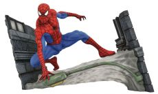 Marvel Comic Gallery PVC Soška Spider-Man Webbing 18 cm
