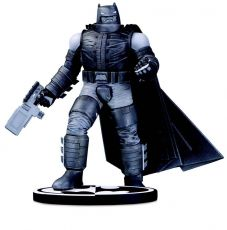 Batman Black & White Soška Batman by Frank Miller 18 cm
