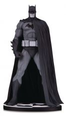 Batman Black & White Soška Batman (Version 3) by Jim Lee 18 cm
