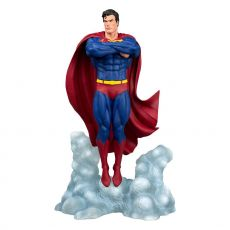 DC Comic Gallery PVC Soška Superman Ascendant 25 cm